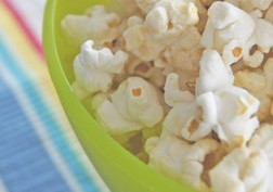 What to look for in our kids snack foods (and what to stay away from)