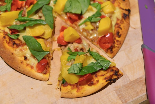 pulled pork 599x400 - Slow Cooker Low Sugar Pulled Pork Pizzas With Mango